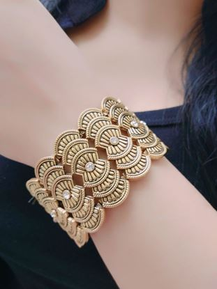 Picture of Fashion Jewellery Traditional Gold Plated Bracelet Bangles for Girls and Women #1