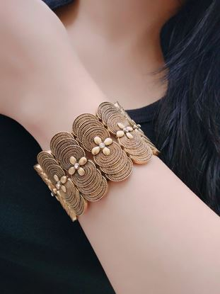 Picture of Fashion Jewellery Traditional Gold Plated Bracelet Bangles for Girls and Women #2